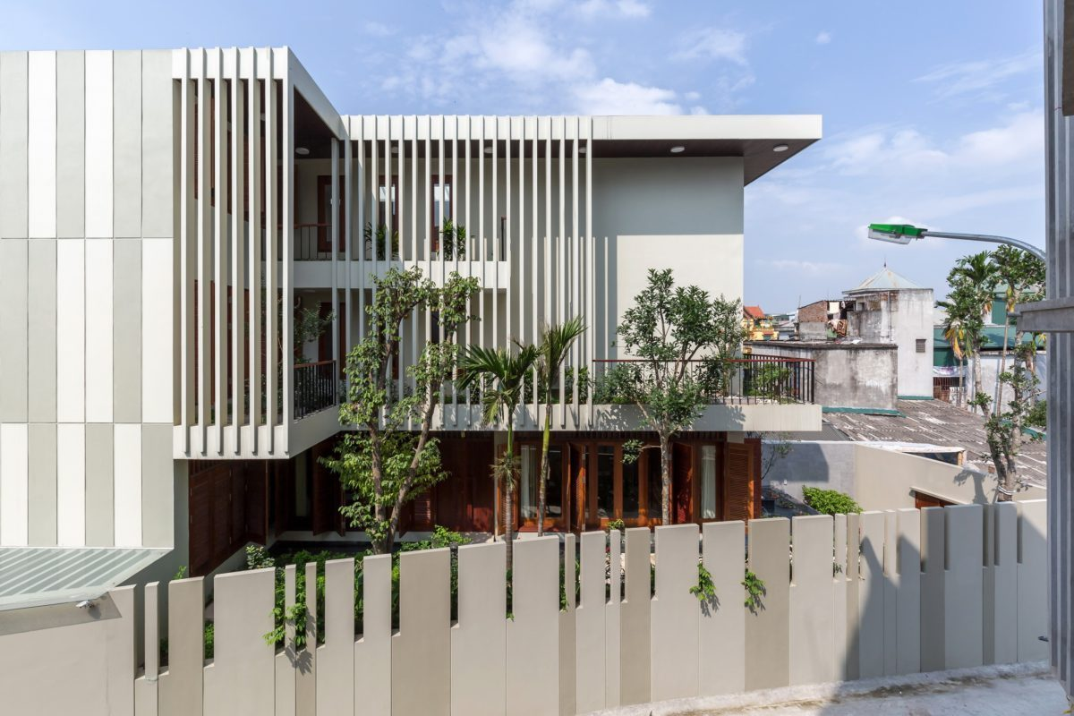 VMhouse exteriors 3k resize Ngôi nhà với vườn cây bốn mùa xanh mát tại Hà Nội qpdesign